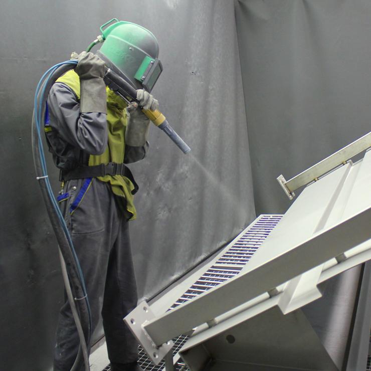 Śrutowanie aluminium przed anodowaniem
